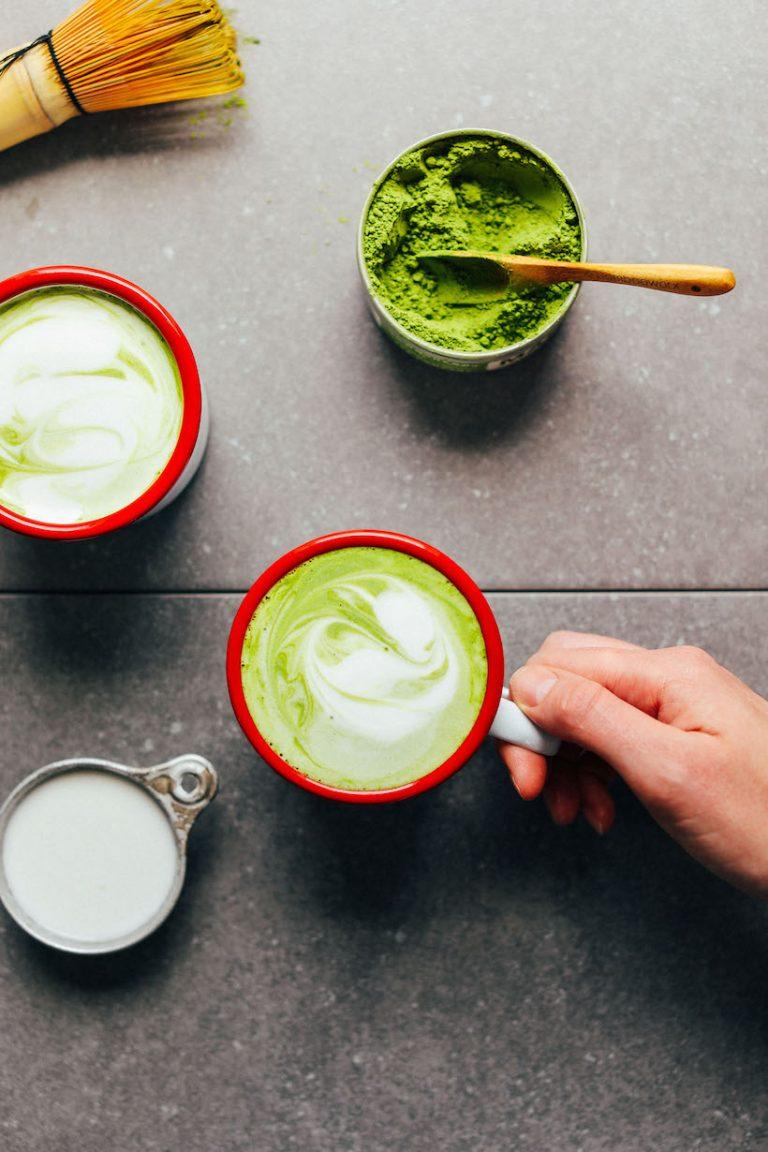 THE-BEST-Matcha-Latte-Creamy-Coconut-and-Macadamia-milk-make-the-perfect-combo-vegan-glutenfree-matcha-latte-recipe-15