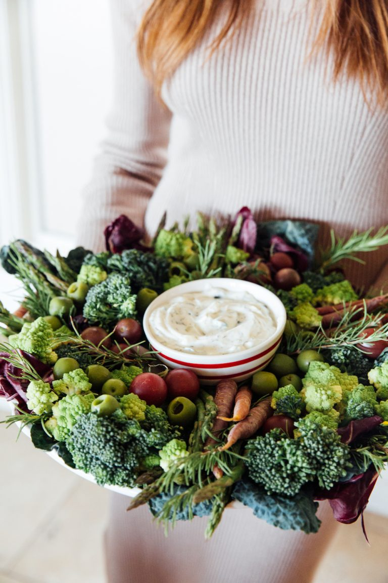 vegetable crudite holiday wreath - easy holiday appetizer