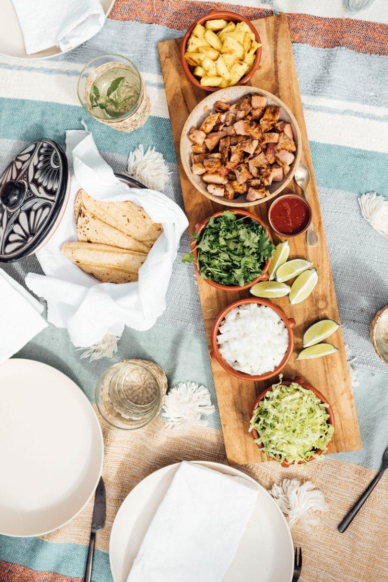 a melhor receita de tacos al pastor com carne de porco, abacaxi e cebola