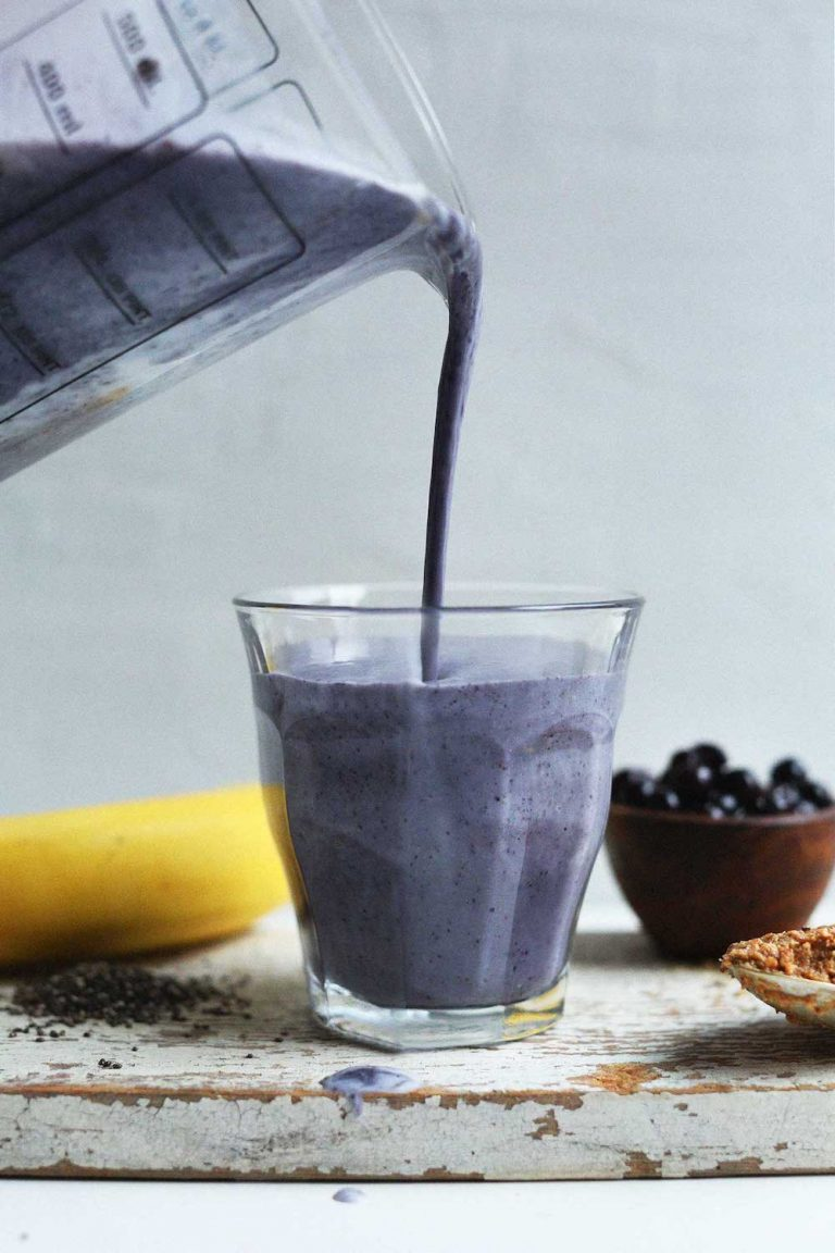 CREAMY-delicious-Almond-Butter-Blueberry-Smoothei-with-Chia-and-Flax.-Healthy-naturally-sweet-NUTRIENT-PACKED-vegan-glutenfree-smoothie-plantbased-breakfast-blueberry