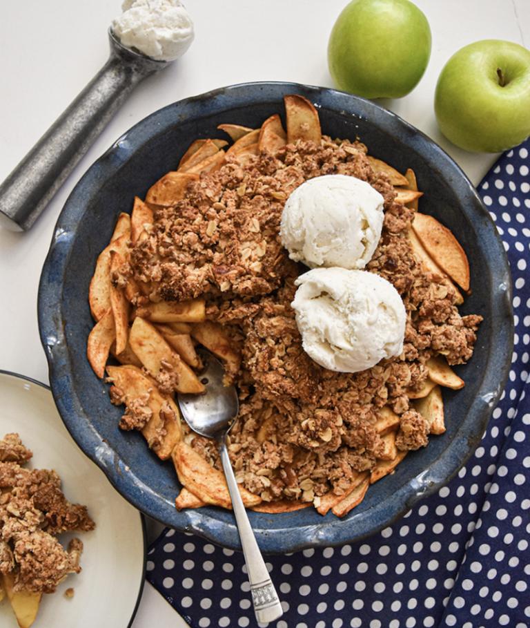 Serve Simplicity Healthy Apple Crisp