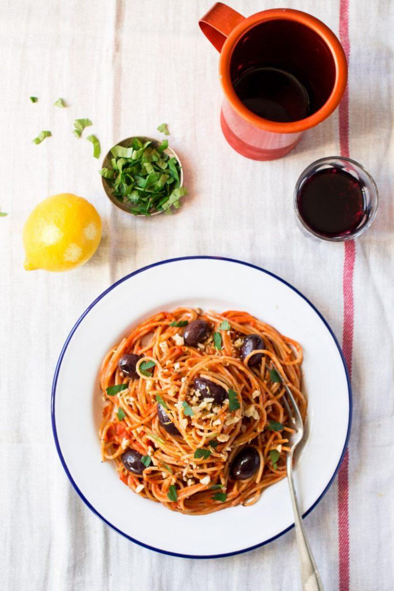 easy vegan tomato sauce pasta