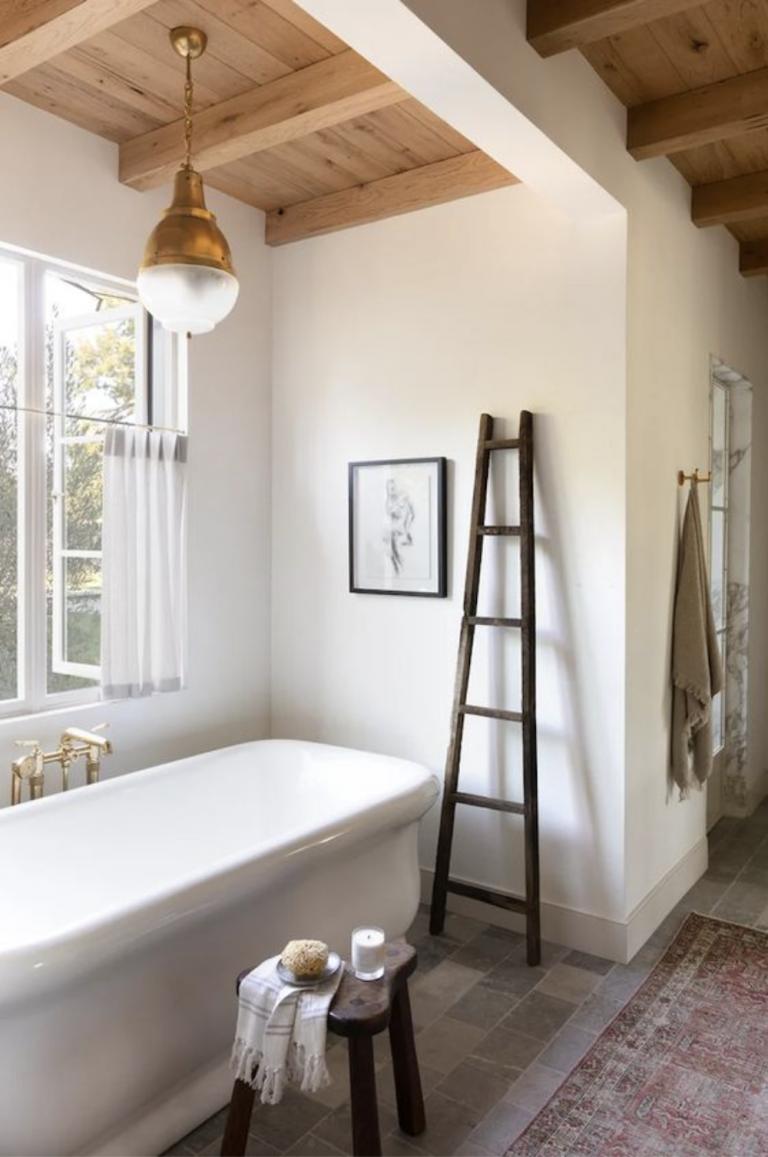 Bathtub with Ladder Rack