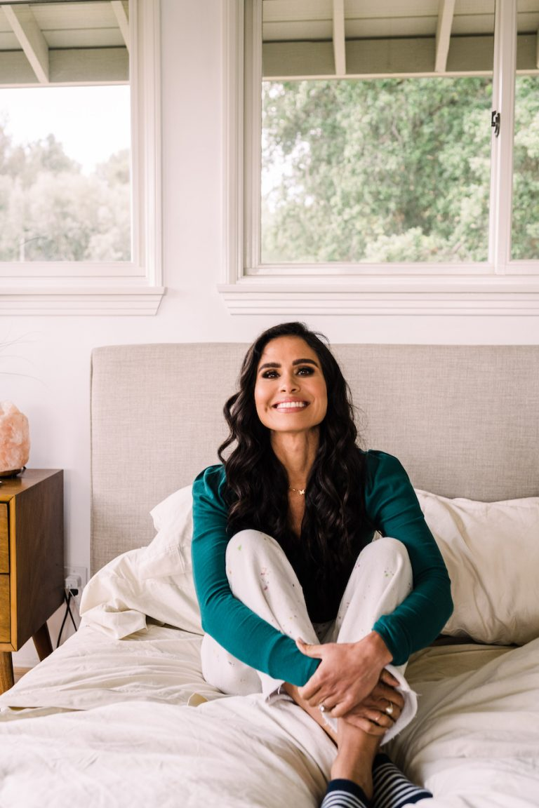 Kimberly Snyder's morning routine, bed, bedroom, relaxing, rest