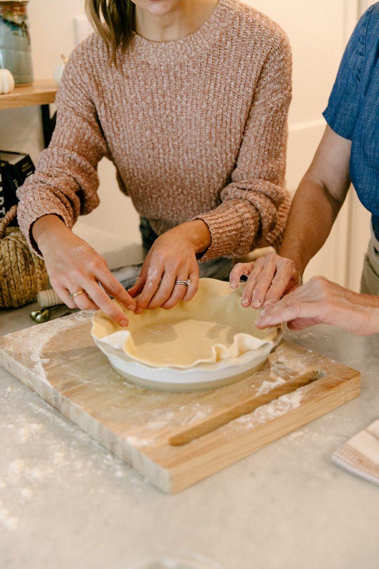 طرز تهیه پای پاییزی برای روز شکرگزاری - مهمانی پخت پای