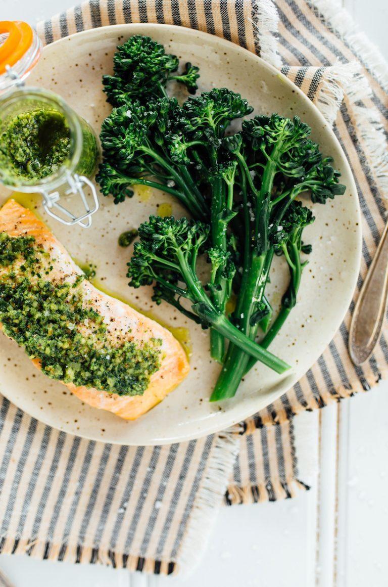 baked pesto salmon with broccolini