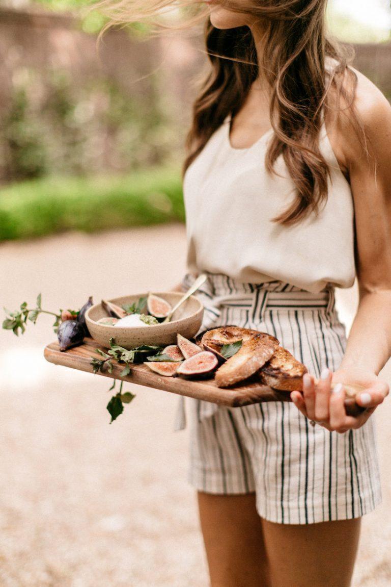 burrata with pesto and figs