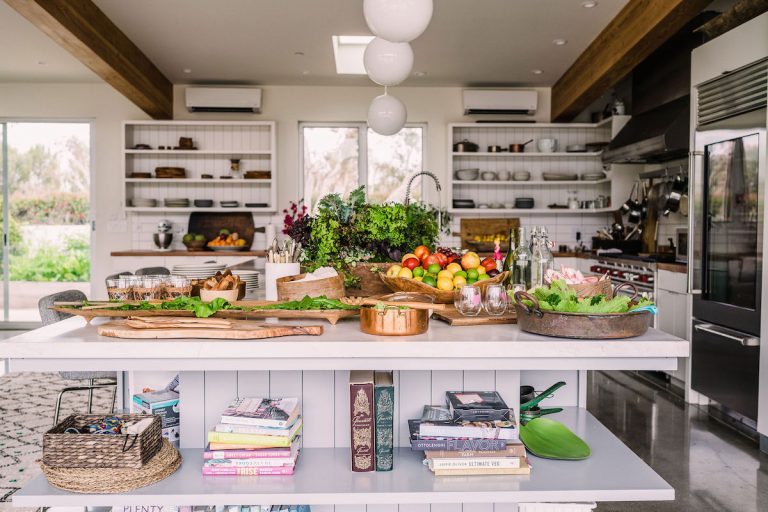 Cuisine de ferme moderne - Maison d'Helene Henderson - Ferme de Malibu - produits frais et légumes d'été - préparation de repas