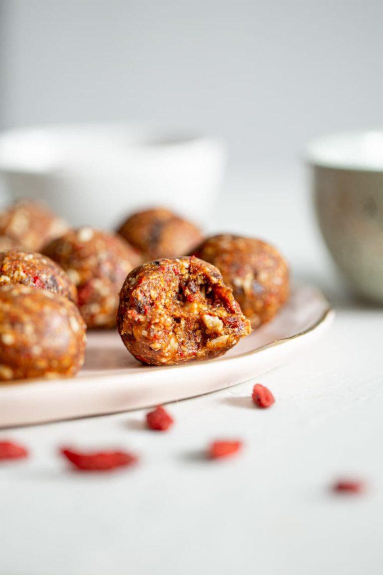 Vanilla-Cacao-Goji-Berry-Balls-Recipe-9