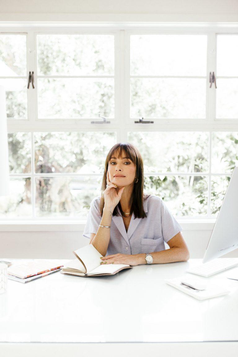 برنامه صبحگاهی کت سادلر ، میز تحریر ، دفتر کار خانگی ، فضای کار ، روزنامه نگاری ، کامپیوتر