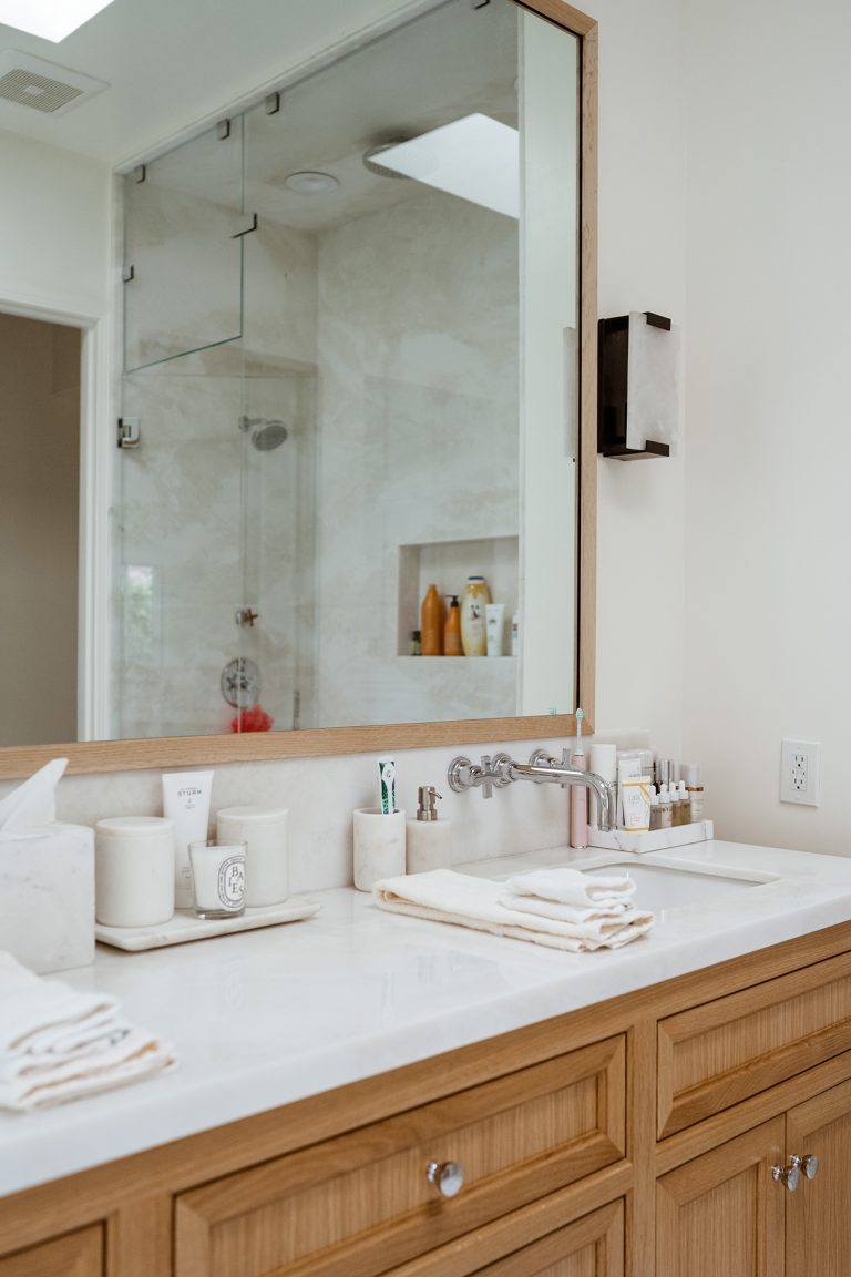 modern neutral bathroom_liana levi