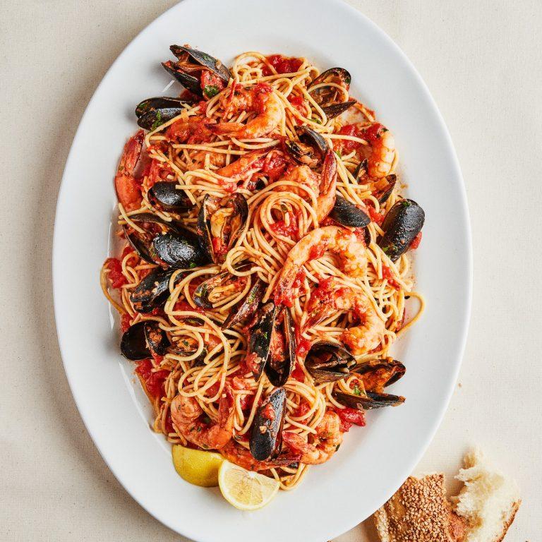spaghettis de fruits de mer aux moules et crevettes de bon appétit