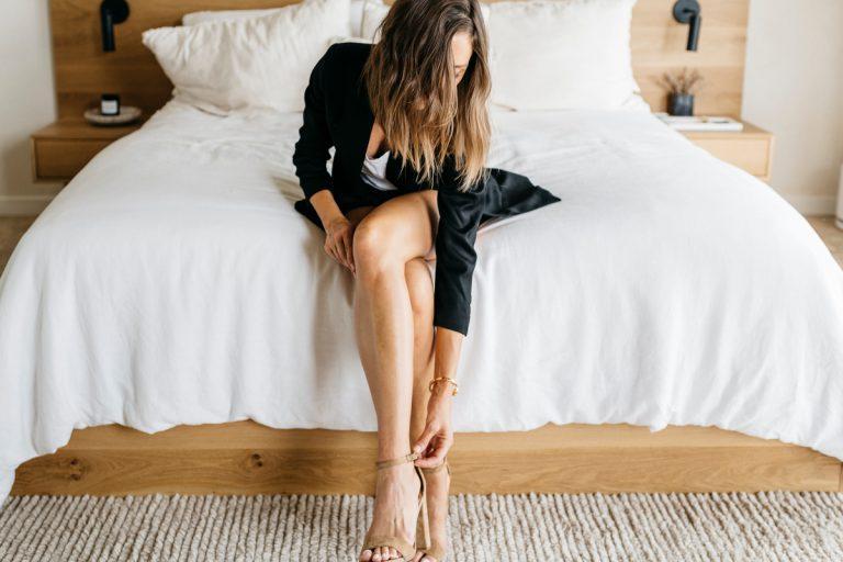 سبک کامیل ایده های لباس را می پوشاند ، در اتاق خواب لباس می پوشد