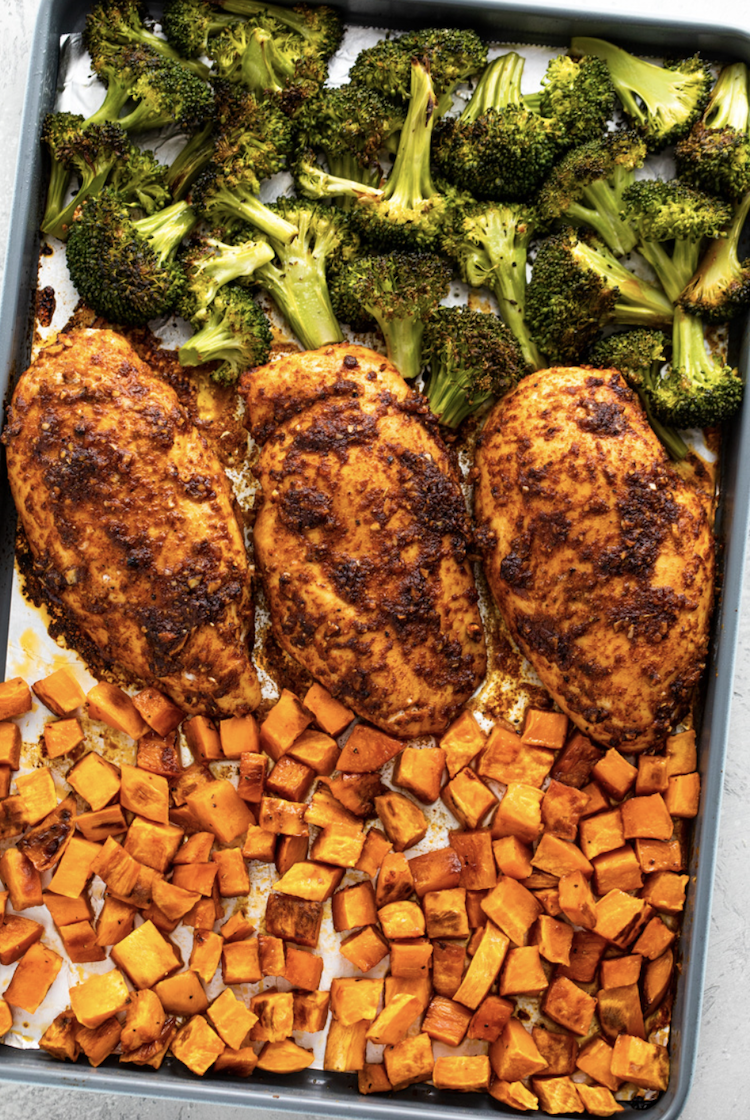 Roasted chicken, sweet potatoes and broccoli in the sheet pan by Gimme Delicious
